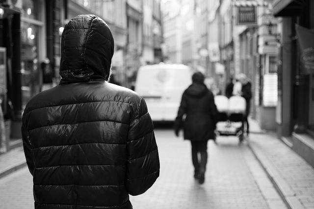 Come agisce lo stalker: comportamenti e cosa fare